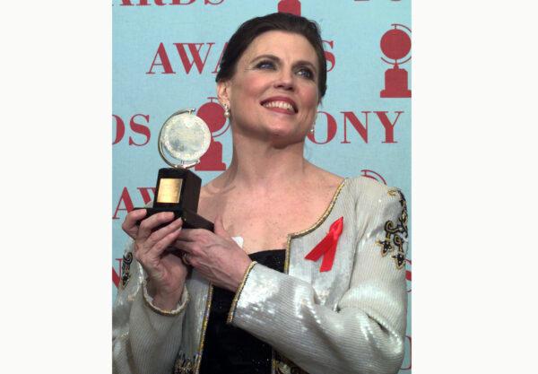 Ann Reinking holds her Tony Award