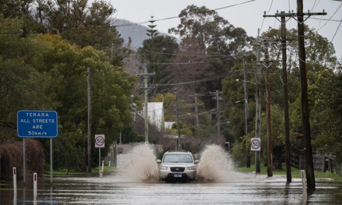 Heavy flooding is seen along the Shoalhaven River at Terara near the town of Nowra on August 10, 2020 in Nowra, Australia. (Brook Mitchell/Getty Images)