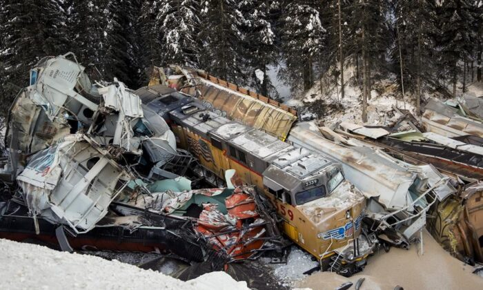 A train derailment is shown near Field, B.C, on Feb. 4, 2019. (The Canadian Press/Jeff McIntosh)