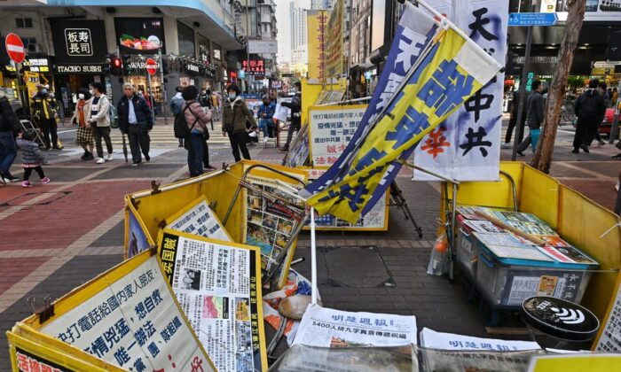 A Falun Gong information booth is vandalized in Mong Kok in Hong Kong on Dec. 20, 2020. (Song Bilung/The Epoch Times)