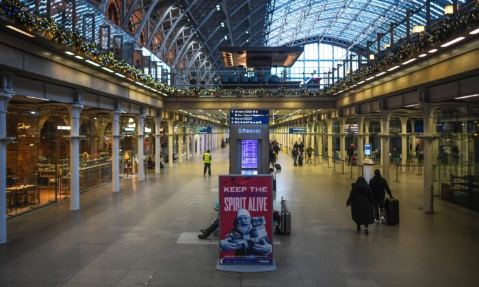 A largely empty St. Pancras train station in London on Dec. 20, 2020. (Peter Summers/Getty Images)