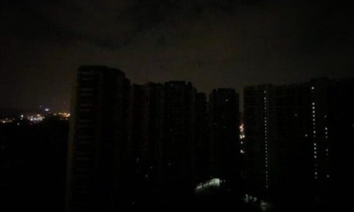 Guangzhou city in Guangdong Province, China in complete darkness due to power outage on Dec. 21, 2020. (Screenshot from Weibo)