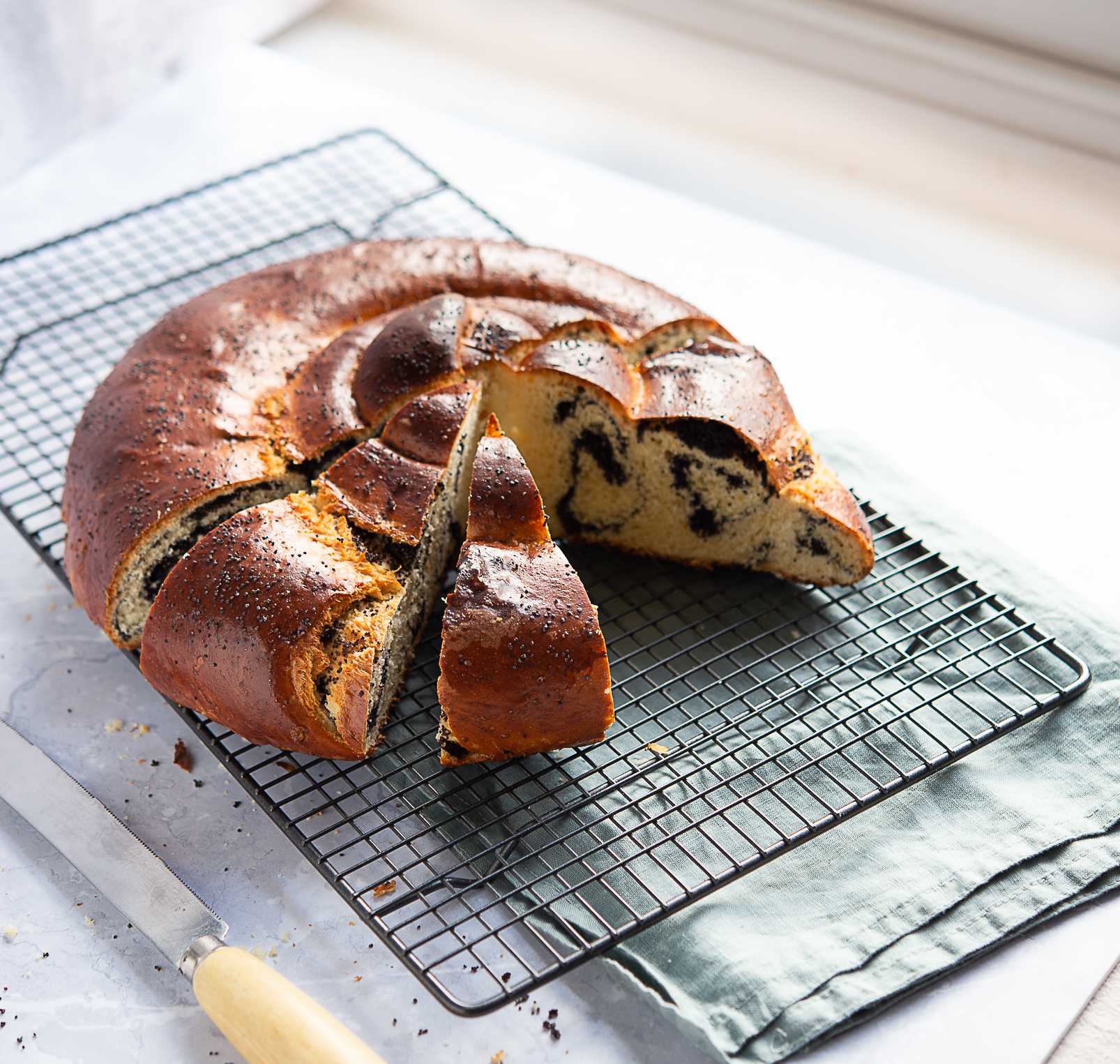 Colac with poppy seeds
