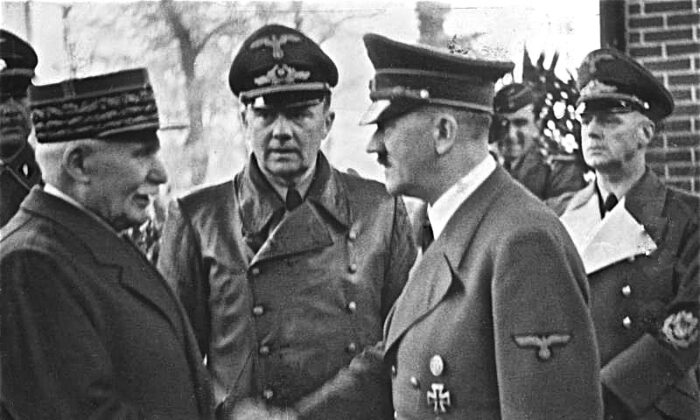Marshal Philippe Pétain, head of Vichy France during World War II, meets Adolf Hitler in October 1940. (Bundesarchiv, Bild 183-H25217/CC-BY-SA 3.0)
