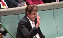 Former Aussie MP Apologises After Complaint From International Students