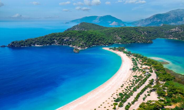 Blue Lagoon in Oludeniz Fethiye, Turkey. (Nick Brundle/Shutterstock)