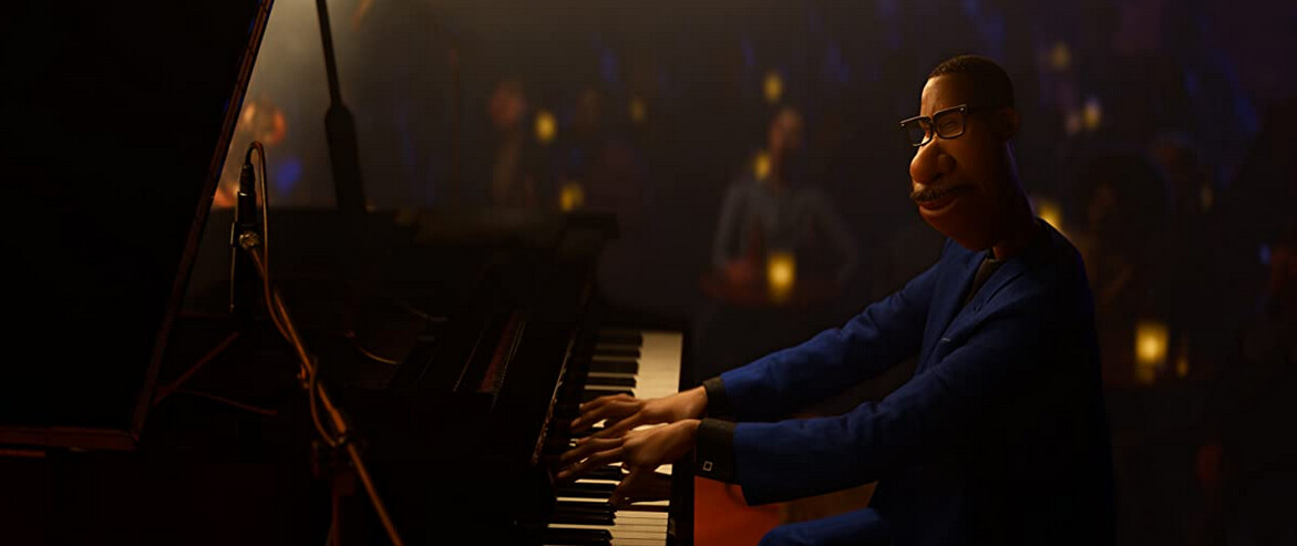 """man at piano in front of crowd in """"Soul"""""""