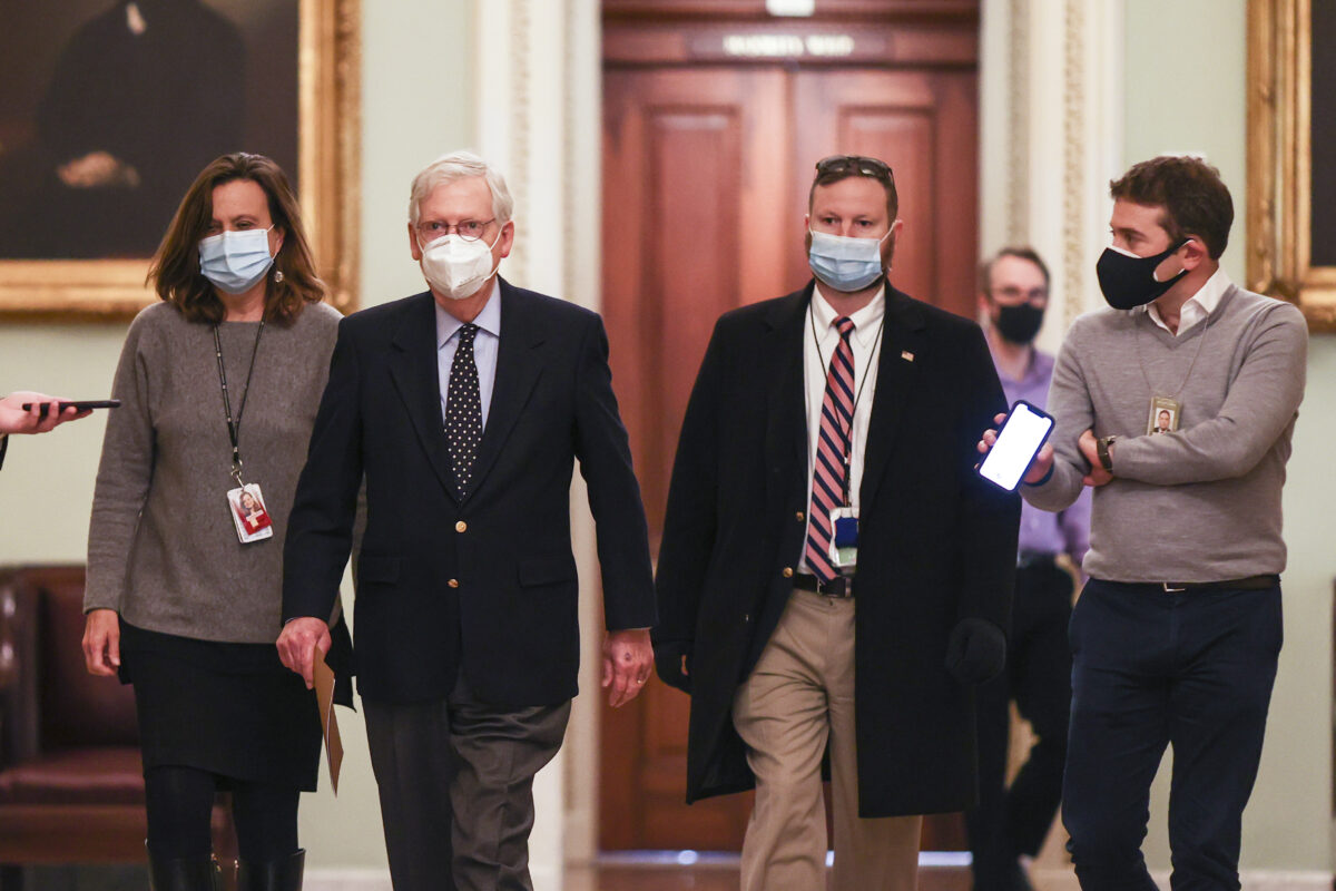mcconnell walks to floor