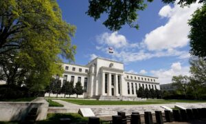 Fed Report Shows Wage Pressures Amid 'Modest to Moderate' Economic Growth