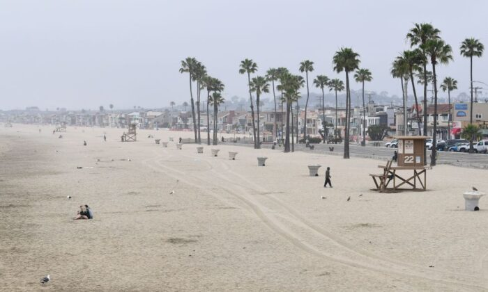 A quiet morning scene in Newport Beach, Calif., on April 30, 2020. (Frederic J. Brown/AFP via Getty Images)