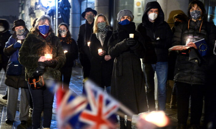 British people living in Brussels who oppose Brexit hold a candlelit vigil outside the British embassy as the transition period comes to an end in Brussels, Belgium, on Dec. 31, 2020. (Johanna Geron/Reuters)