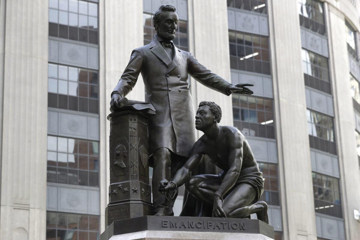 lincoln boston statue