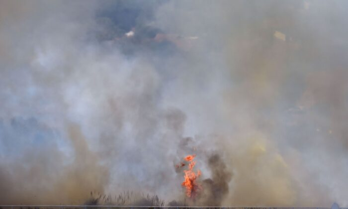 A bushfire burns outside the Perth Cricket Satdium in Perth on December 13, 2019. (Peter Parks AFP via Getty Images)