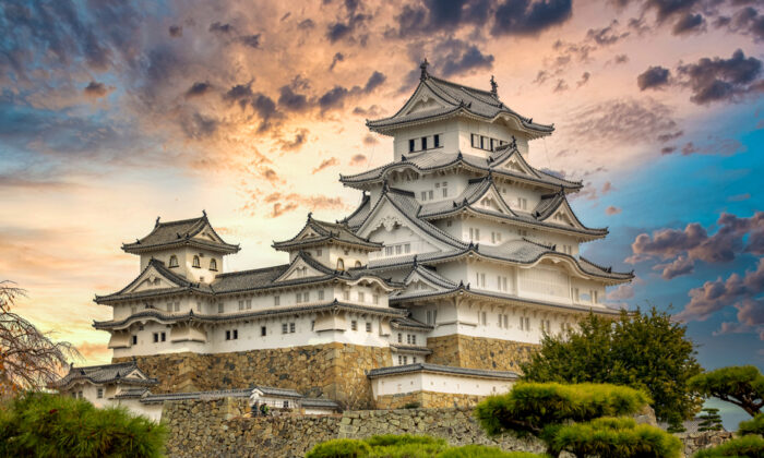 Himeji Castle, in west Japan, is the finest surviving example of early 17th-century Japanese castle architecture. (Avigator Fortuner/Shutterstock.com)