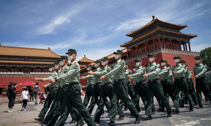 Soldiers of the People's Liberation Army march in front of the entrance of the Forbidden City in Beijing on May 20, 2020. (Andrea Verdelli/Getty Images)