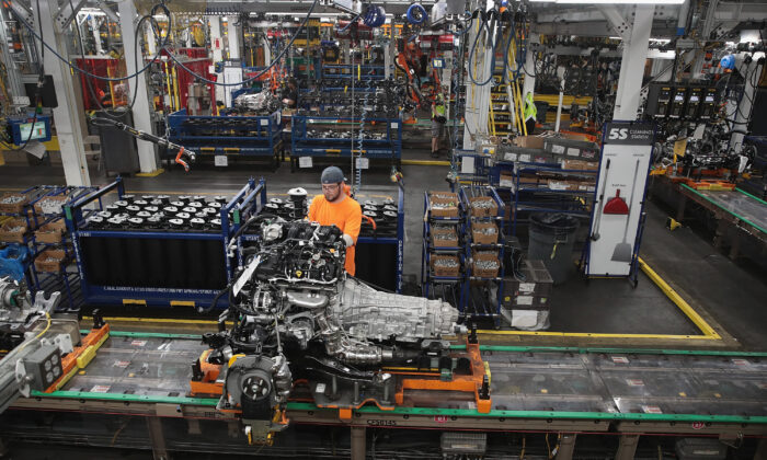 Workers assemble Ford vehicles at the Assembly Plant in Chicago, Ill., on June 24, 2019. (Scott Olson/Getty Images)