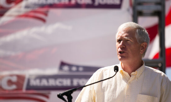 Rep. Mo Brooks: 'What We Really Need Are Senators Who Will Sign the Dotted Line'