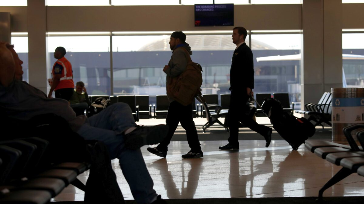 More US Airlines Impose Vaccine Mandates: American, Alaska, JetBlue