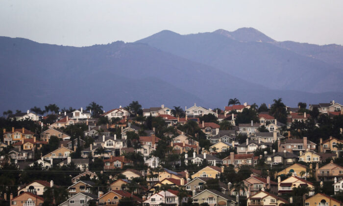 Homes on a hillside in Mission Viejo, Calif., on Oct. 22, 2018. (Mario Tama/Getty Images)