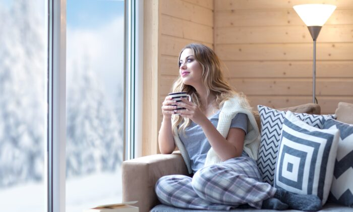 Staying inside in the warm can disconnect your body from the natural cycle of the season at the expense of better adaptation to the climate.(NinaMalyna/Shutterstock)
