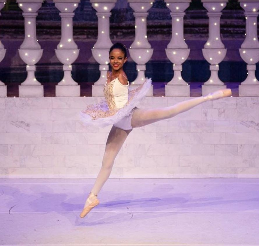 Brazilian Ballerina Has No Arms but Isn't Letting That Stop Her From Reaching for the Stars
