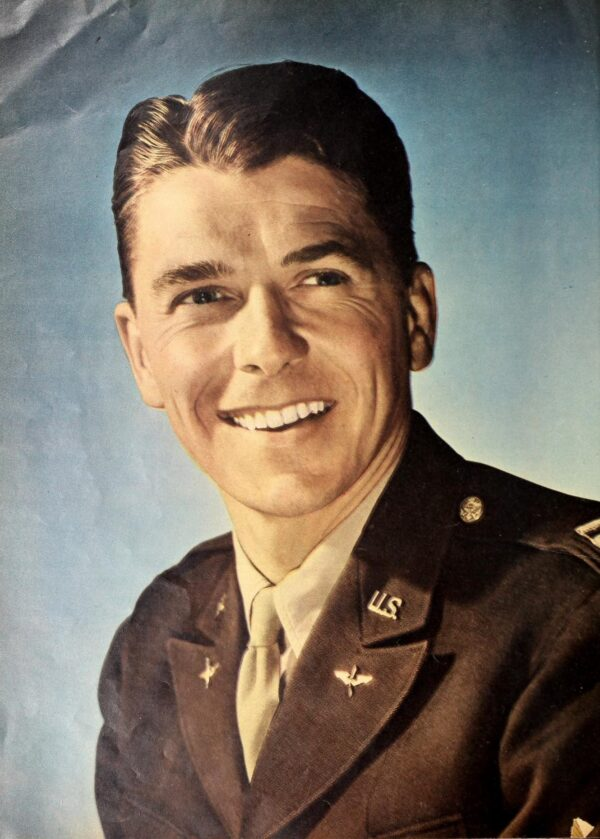 Ronald_Reagan_1945