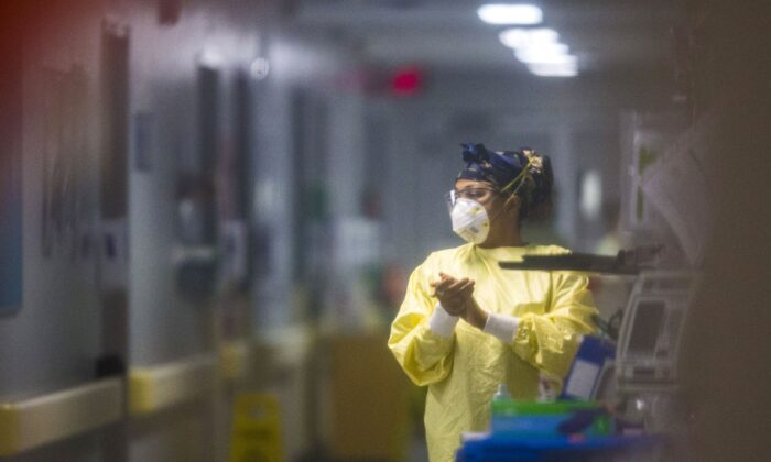 A health-care worker at a COVID-19 unit that used to be an orthopedic surgery unit at the Health Sciences Centre in Winnipeg on Dec. 8, 2020. (The Canadian Press/Mikaela MacKenzie)