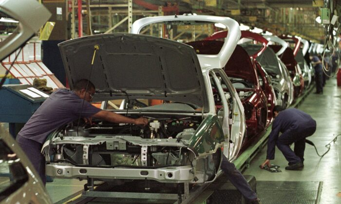 Brazilian auto workers work on the assembly line at the Ford Motor Co. São Bernardo Assembly Plant in Brazil, on  Feb. 4, 1999. (Marie Hippenmeyer/AFP via Getty Images)