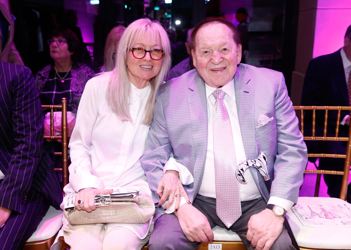 Sheldon Adelson (R) and wife Miriam Adelson
