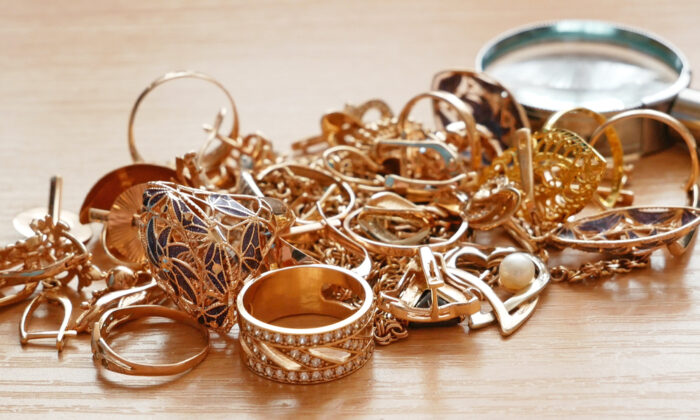 Clean out your jewelry drawers and turn broken gold chains, bracelets, and earrings into cash. (LanKS/Shutterstock)