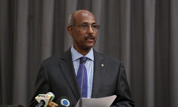 Ethiopia's former foreign minister, Seyoum Mesfin, addresses the final mediation report on South Sudan in Ethiopia's capital Addis Ababa, April 2, 2016. (Tiksa Negeri/File Photo/REUTERS)