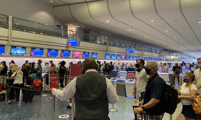 Passengers transit through Las Vegas International Airport on Aug. 29, 2020. (Daniel Slim/AFP via Getty Images)