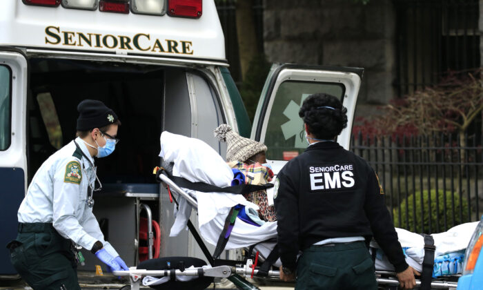 File photo showing emergency medical workers unloading a patient outside a nursing home in Brooklyn, N.Y., on April 18, 2020. (Justin Heiman/Getty Images)