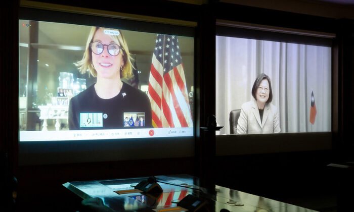 U.S. Ambassador to the United Nations Kelly Craft (L) speaks to Taiwan President Tsai Ing-wen during a videoconference on Jan. 14, 2020. (Taiwan's Presidential Office)