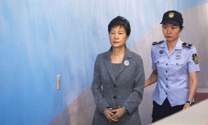 South Korean ousted leader Park Geun-hye arrives at a court in Seoul, South Korea, Aug. 25, 2017. (Kim Hong-Ji/Reuters)