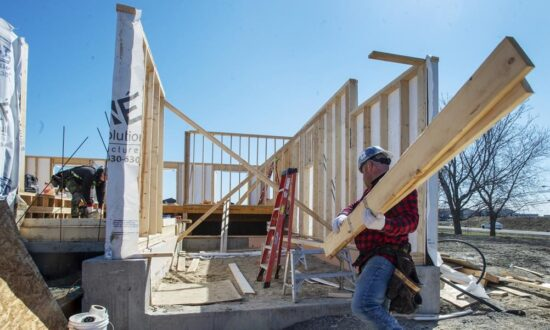Quebec Threatens Construction, Manufacturing Sectors With More COVID Restrictions
