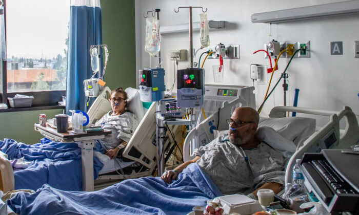 Dr. Neil Hecht and his wife Mindy Cross are seen being treated on January 03, 2021, they will recover at home after after battling Covid-19 for twelve days at Providence Cedars-Sinai Tarzana Medical Center, in Tarzana, California. (APU GOMES/AFP via Getty Images)