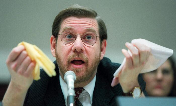 Then-Food and Drug Administration Commissioner David Kessler testifies in Washington on Nov. 15, 1995. (Denis Paquin/AP Photo)
