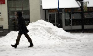 Wind, Rain, Heavy Snow Hit New England, Cause Power Outages
