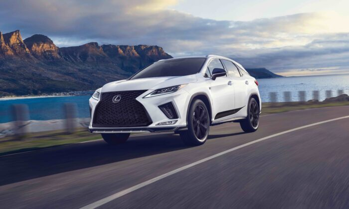 2021 Lexus RX 450h Blackline Special Edition. (Courtesy of Lexus)