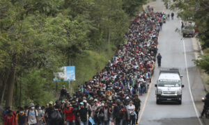 Some 9,000 Honduran Migrants Cross North Into Guatemala