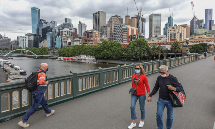 A general view of pedestrians crossing the bridge with the Yarra River and CBD in the background on November 06, 2020 in Melbourne, Australia. (Asanka Ratnayake/Getty Images)