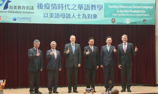US Official Encourages People to Do Language Exchange Programs in Taiwan Instead of China