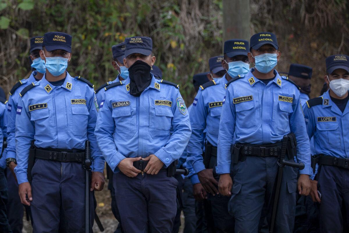 Honduran police stand guard at Guatemala