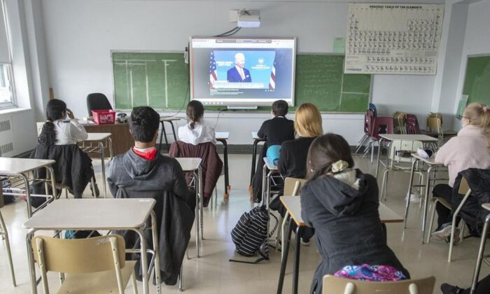 High school students at Marymount Academy International attend class in Montreal on Nov. 17, 2020. Quebec high school students are back in the classroom after a month-long layoff due to COVID-19. (Ryan Remiorz/The Canadian Press)