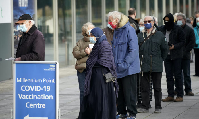 People queue outside the mass NHS vaccine centre that has been set up at the Millennium Point centre in Birmingham, UK, on Jan. 11, 2021. (Christopher Furlong/Getty Images)