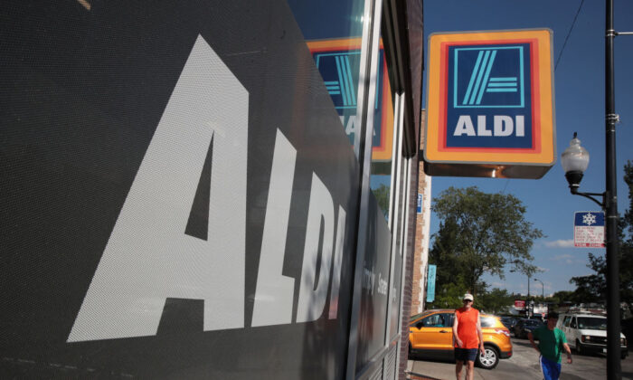 A sign hangs outside an Aldi grocery store in Chicgo, Ill., on June 12, 2017. (Scott Olson/Getty Images)