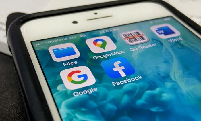 The logos of mobile apps Facebook and Google on a smartphone in Sydney, Australia on Dec. 9, 2020 (The Epoch Times)
