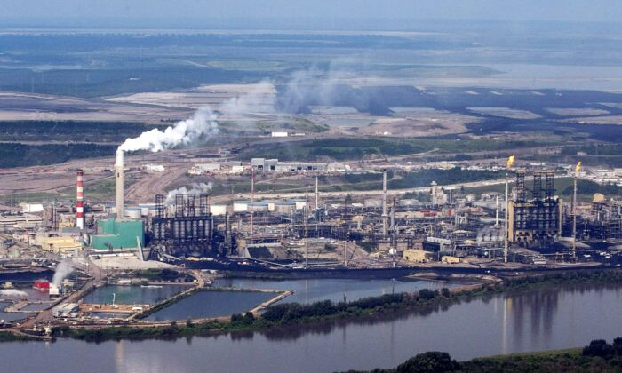 Aerial view of the Suncor mine facility along the Athabasca River near Fort McMurray, Alta., in a file photo. (The Canadian Press/Jeff McIntosh)