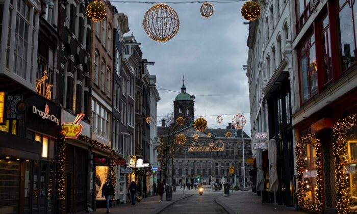 Closed stores on Dam street and the Royal Palace on Dam Square are seen in Amsterdam, Netherlands, on Jan. 14, 2021. (Peter Dejong/AP Photo)